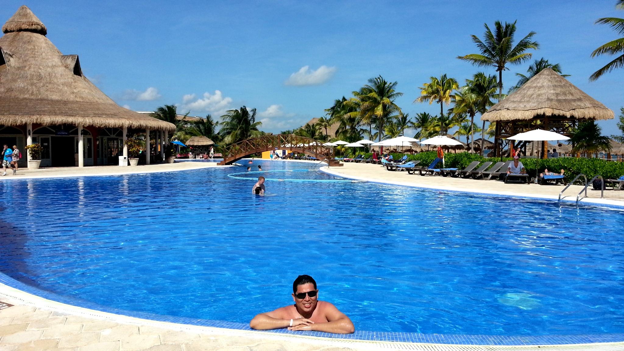 Cuanto vale una piscina excellent piscina de poliester for Cuanto cuesta construir una piscina en colombia
